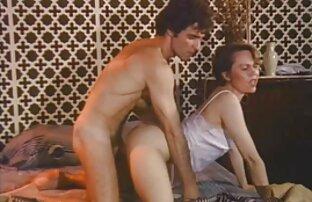 Studs jouant à un jeu filam pournou sexuel