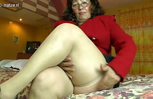 Sexy fim pournou Nerd Babe se masturbe à la maison